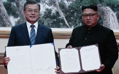 문 대통령-김정은, 평양공동선언 합의문 서명…연내 철도·도로 연결 착공
