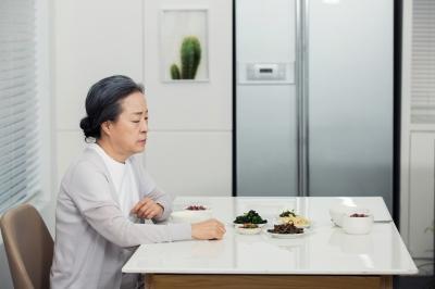 점점 늘어나는 독거 노인...노년 건강 핵심은 '보행 능력'