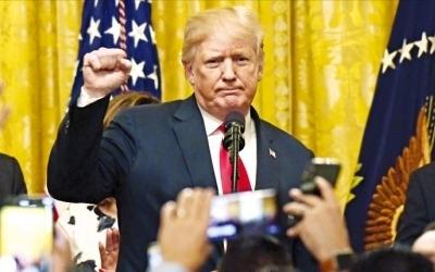 """트럼프, 이번엔 中에 2000억달러 '관세 폭탄'…中 """"즉각 보복"""""""