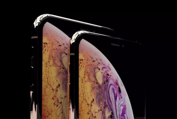 사진설명=애플이 지난 12일 발표한 아이폰XS와 아이폰XS맥스. 아이폰XS맥스 최고가 모델의 가격은 1499달러로 한국에선 200만원이  넘을 것으로 예상된다. 한경DB
