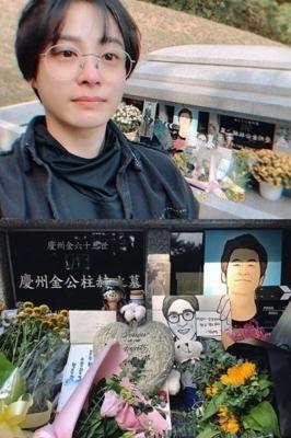 박희본·한정수, 故 김주혁 묘지 찾아…