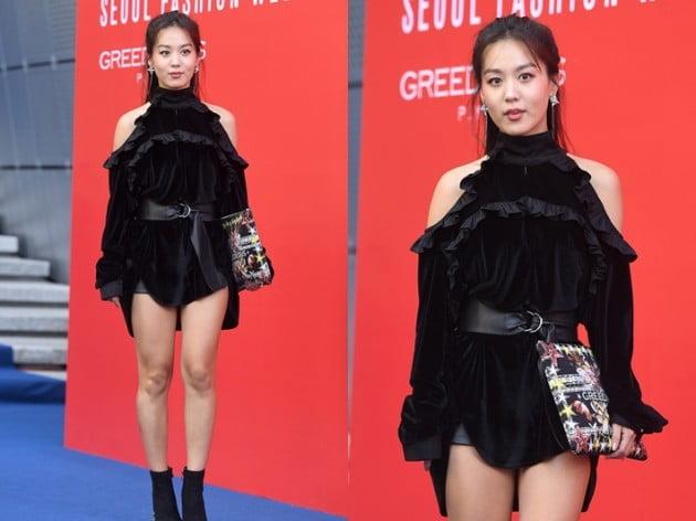 김희정, 오프숄더+숏팬츠 구릿빛 피부