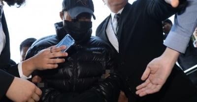 '강서구 전처 살해' 피의자 법원 출석…딸들 사형선고 청원 질문에 '묵묵부답'