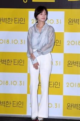 송하윤, '깔끔한 오피스 룩'