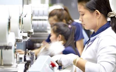 고비용·저효율에 한국서 짐싸는 제조업…해외투자 74억弗 '역대 최대'