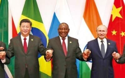 요동치는 브릭스 펀드…중국·인도 '털썩' 러시아·브라질 '반짝'