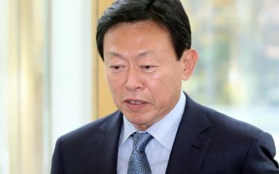 """신동빈 회장, 임직원에 첫 메시지…""""어려운 상황 겪게 해 미안하다"""""""