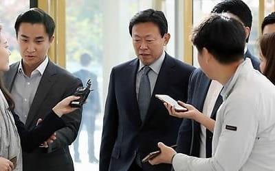 신동빈 경영복귀 첫날… 현안보고·회의로 경영정상화 '시동'