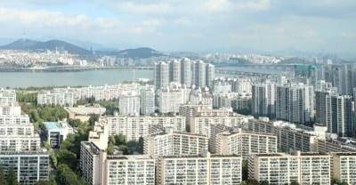 서울 아파트값 상승률 4개월 만에 최저…용산구 보합 전환