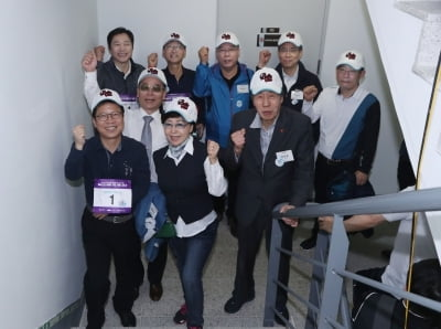 """한국거래소 """"부산국제금융센터 63층 계단오르기 대회,성황리 개최"""""""