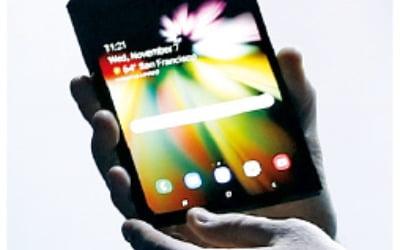 베일 벗은 삼성 폴더블폰…2위 추격 따돌릴 '효자 시리즈' 기대
