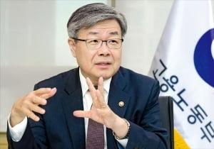 """이재갑 고용부 장관 """"민주노총 불법행위 책임 묻겠다"""""""
