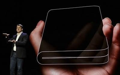 7인치 화면 시대 열리는데…'접으면 4인치' 폴더블폰 성공할까