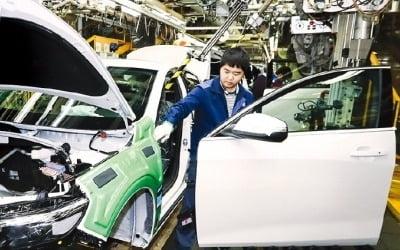 産銀, 한국GM 법인 분리 '찬성' 선회…GM, 10년간 물량 보장