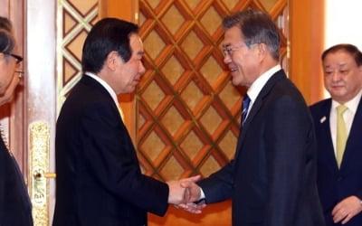 문대통령, 일한의원연맹 대표단 접견…'징용판결' 등 논의 주목