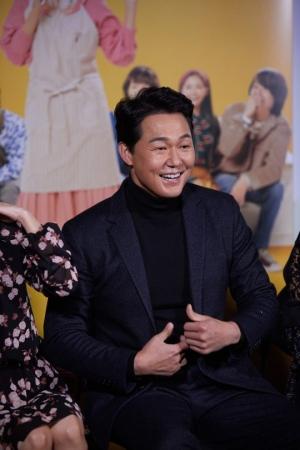 '내 안의 그놈'→ '그대 이름은 장미'...새해 극장가, 박성웅이 휩쓴다