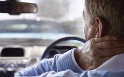 """고령자 車사고 늘어가는데…보험사 """"의무보험 가입 막을 수 없어 난감"""""""