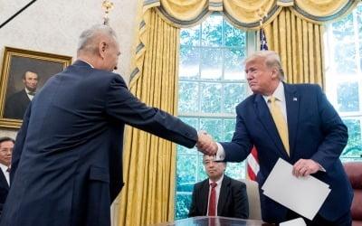 """트럼프 """"1단계 미중 무역합의…무역전쟁 종결에 가까워져"""""""