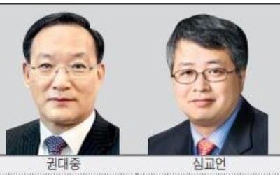 """내년 수도권 집값 """"급등 지속"""" vs """"보합·하락"""""""