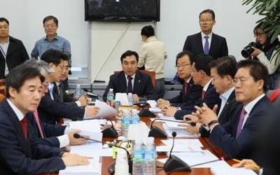 '타다 금지법' 국회 첫 관문 통과…소위서 만장일치 합의 처리