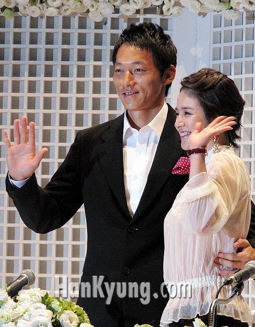 김남일-김보민, '약혼식 후 혼인신고 마쳤다'