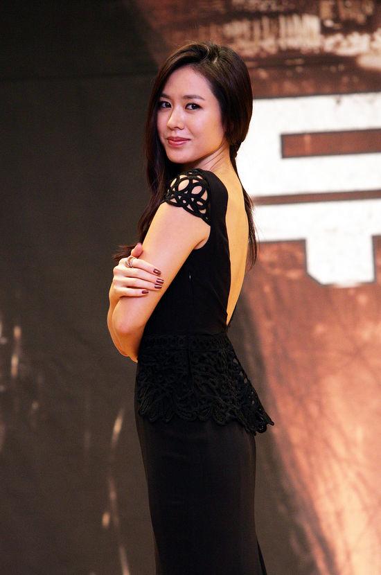 손예진, 영화 '무방비 도시' 팜므파탈의 모습