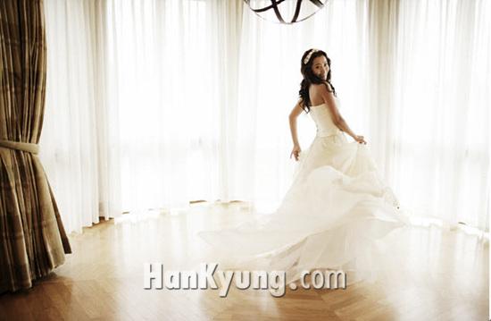 김희선 철통같은 보안속에 결혼식 무사히 끝내‥부케는 송윤아의 품에