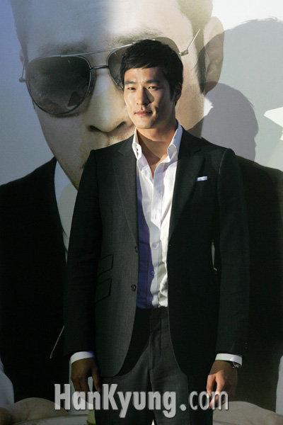 [포토] 최지호, '사고뭉치 서빙맨'