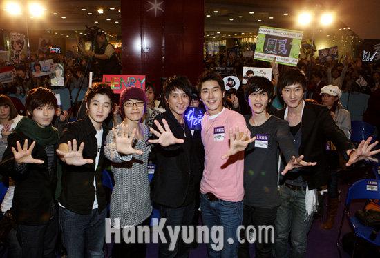 슈퍼주니어-M, 홍콩 첫 입성에 3,000명 팬 '열광'