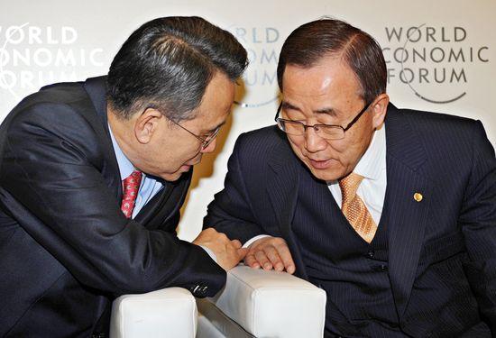 다보스서 만난 韓총리와 潘총장