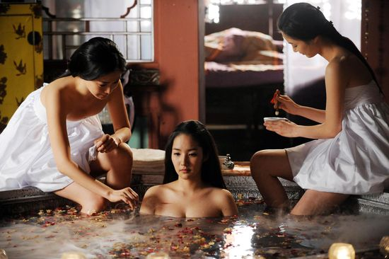 박민영, 목욕신 통해 '아찔한' 상반신 노출
