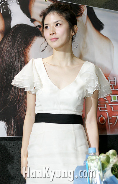 [포토] 이보영, '하얀 드레스 입은 천사'