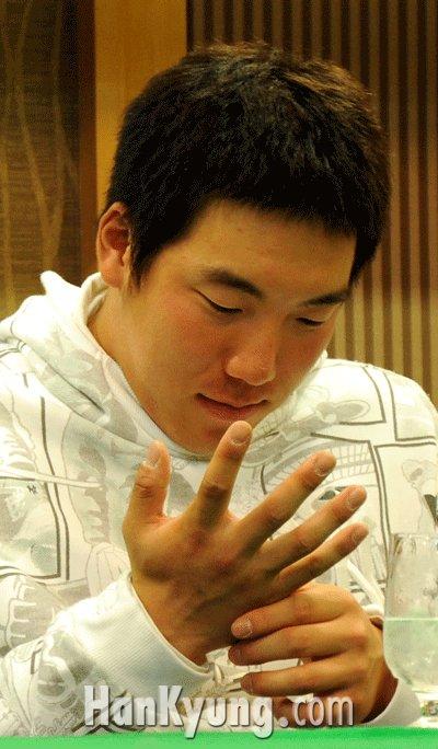 [포토] 김현수, '이 손으로 베이징의 영광을 다시 한 번 이루겠습니다'