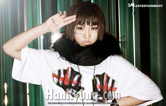 [포토]2NE1의 민지 '경례'