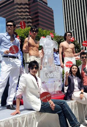 '쿨비즈' 패션쇼…올 여름은 시원한 쿨비즈로