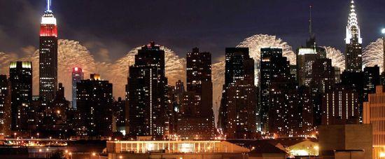 美 독립기념일… 화려한 맨해튼 불꽃놀이