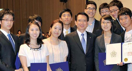 한국에서 가장 토론 잘하는 대학생들
