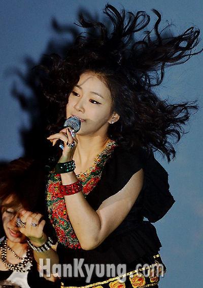 이시영, '열정적 무대 선보여요'