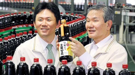 [代를 잇는 家嶪] (98) 오복식품 ‥ 장맛 지키기 '50년 집념'…양조간장 대명사로