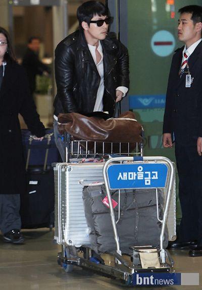 '파리 스캔들' 정우성 입국 '이지아는 어디로?'