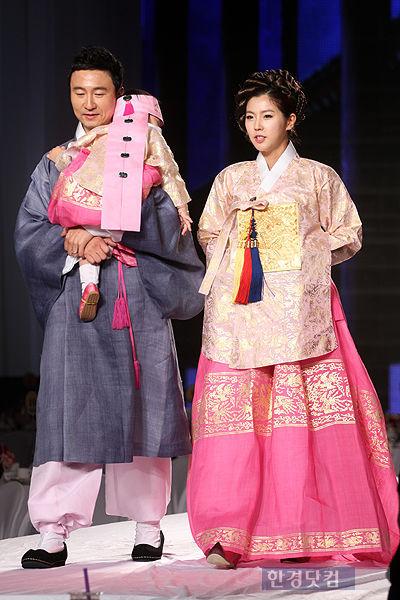 [포토] 주영훈-이윤미 부부, '곱게 한복 차려입고 나란히~'