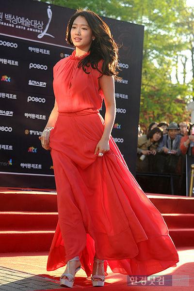 [포토] '백상예술대상' 박신혜, '붉은 드레스 입고 바람의 여신처럼~'