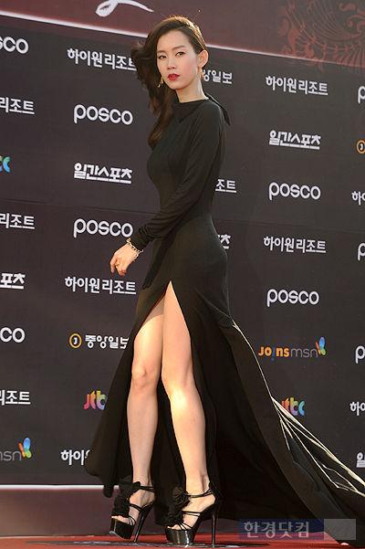 [포토] '백상예술대상' 신현빈, '치마 사이로 아찔한 각선미 드러내!'