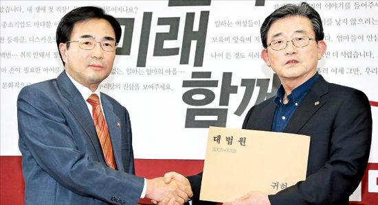 """놀고먹는 국회 못 참겠다…변협 """"세비 모두 내놔라"""" 소송"""