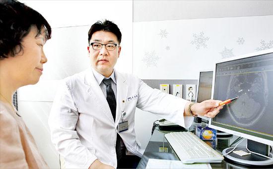 [2012 안티에이징 엑스포] 강동경희대병원 신경외과…안면경련 증상, 미세혈관 감압술로 완치