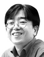 [시론] 콘텐츠 육성 '양면시장 전략'을