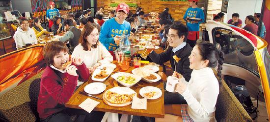 [프랜차이즈 상생시대] BBQ, 한국적 프랜차이즈 시스템 정착…'치킨 대학' 거쳐간 교육생 1만명