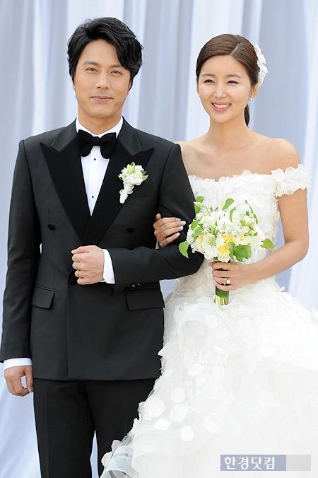 박시은, 공개 연애하더니…한재석-박솔미 결혼식서 부케 받아