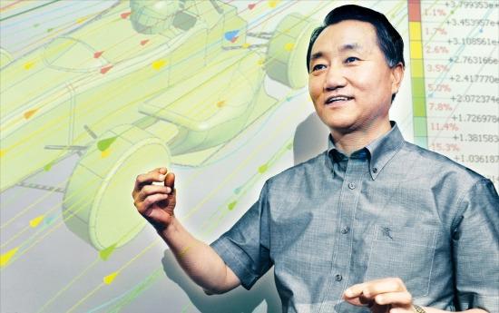 이형우 마이다스아이티 사장이 판교 본사에서 자동차가 달릴 때 받는 바람의 영향을 보여주는 시뮬레이션 소프트웨어에 대해 설명하고 있다. 신경훈 기자 nicerpeter@hankyung.com