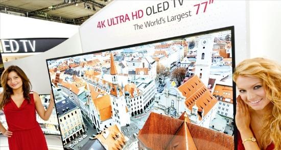 LG전자는 6일 세계 최대 크기에 화면이 타원형으로 휜 77인치 UHD OLED TV를 'IFA2013'에 출품했다. LG전자는 77인치 큰 화면으로 '곡면 효과'를 극대화했다고 설명했다. LG전자  제공